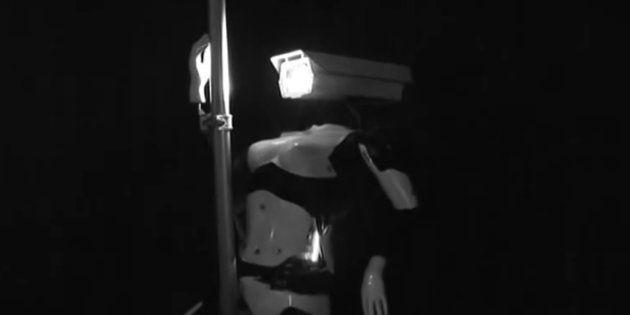 Des robots danseuses de pole-dance dans un club de striptease à Las