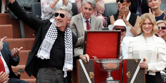 A Roland Garros, l'ex Pink Floyd Roger Waters, keffieh