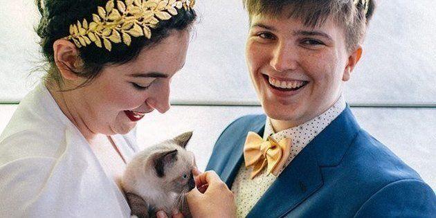 Colleen (à gauche), un chat et Iz le jour de leur