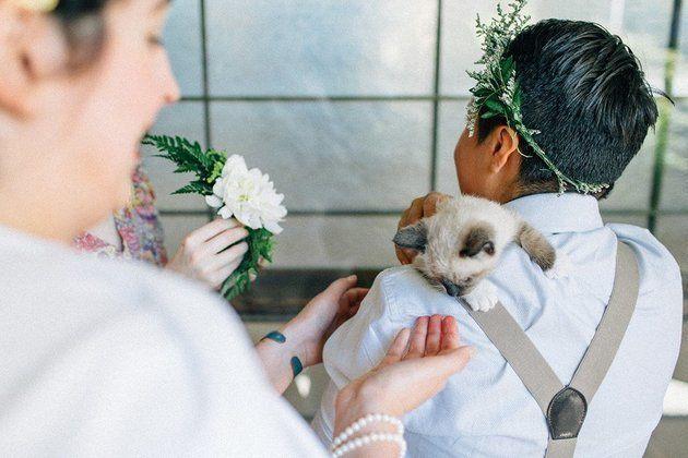 Les invités avaient également la possibilité de confectionner des couronnes de fleurs lors du mariage.