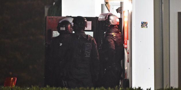 Le Raid déployé à Angers pour négocier avec le