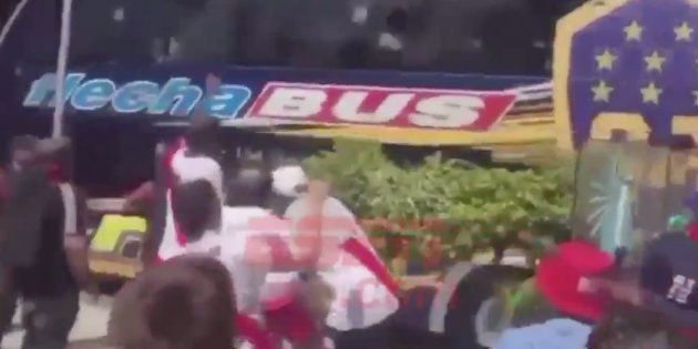 Le bus de Boca Juniors caillassé par les suporters de River