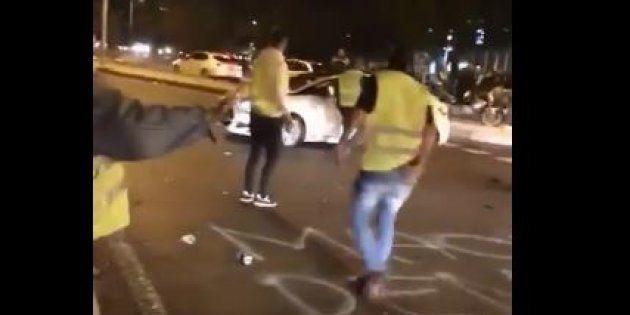 Le conducteur d'une voiture a foncé à plusieurs reprises sur des manifestants avant de s'enfuir, le 24...