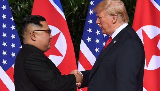 Poignée de main historique entre Donald Trump et Kim Jong-un à