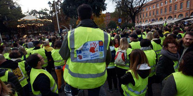 Des gilets jaunes protestant à Toulouse le 24 novembre