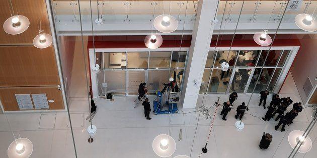 Un migrant mineur s'est jeté du 4e étage du nouveau Palais de Justice de Paris, faute de traitement de...
