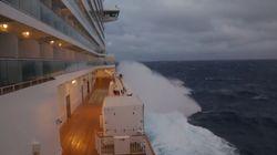 Ce bateau pris en pleine tempête va vous faire passer le goût des