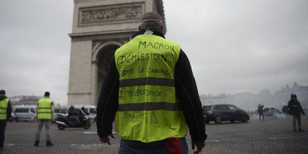 Pressé par le mouvement des gilets jaunes, Emmanuel Macron va redéfinir sa stratégie pour la transition