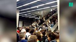 Les images de la foule statique dans les escalators du RER