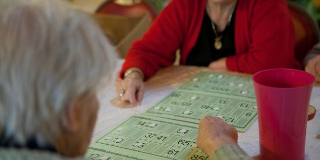 La majorité des résidents en Ehpad ne peuvent pas payer leur hébergement avec leur simple retraite, selon...