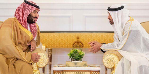 Mohammed ben Salmane al-Saoud rencontre le prince héritier d'Abu Dhabi Mohammed ben Zayed al-Nahyan à...