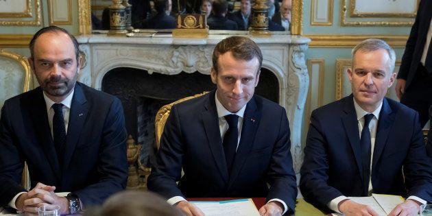Face à la colère des gilets jaunes, Macron promet d'adapter la fiscalité sur les