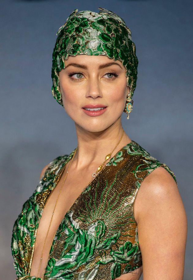 Amber Heard dans une robe Valentino sur le tapis rouge