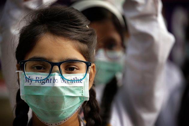 Des écoliers manifestent contre le taux alarmant de pollution à New