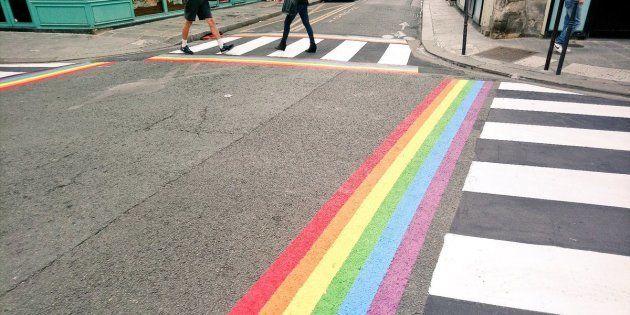 Les passages piétons arc-en-ciel sont installés en l'honneur de la Quinzaine des Fiertés LGBT+ 2018.