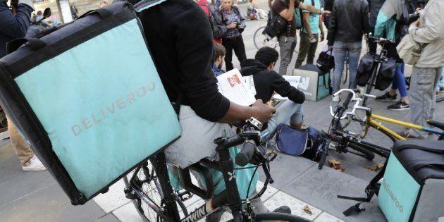 Un livreur Deliveroo lors d'une manifestation le 11 août 2017 à