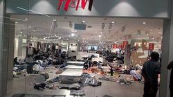 Des magasins H&M vandalisés en Afrique du Sud après une publicité jugée