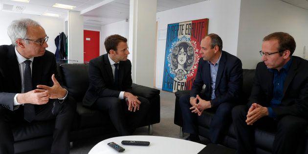 L'économiste Jean Pisani-Ferry et le syndicaliste Laurent Berger autour d'Emmanuel Macron pendant la...