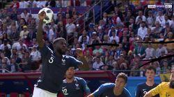 Samuel Umtiti joueur de foot ou de volley? Sa main lors de France-Australie en a fait douter