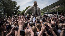 Une statue de Johnny inaugurée dans le village ardéchois où est enterrée sa