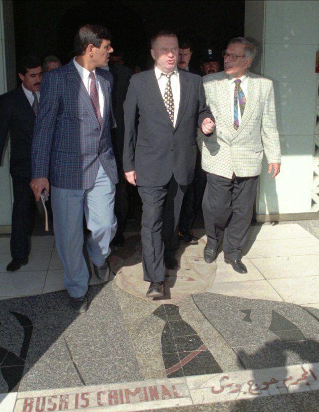 Le leader du parti nationaliste russe Vladimir Zhirinovski, sortant de l'hôtel