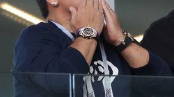 Accusé d'avoir fait un geste raciste à Moscou, Maradona