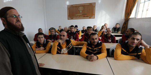 D'anciens membres de l'Etat Islamique vus dans un centre de déradicalisation en Syrie, au nord d'Alep,...