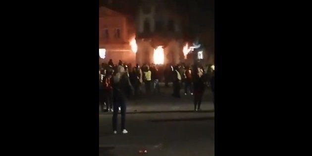 La préfecture de Haute Loire, au Puy-en-Velay a été incendiée ce samedi 1er