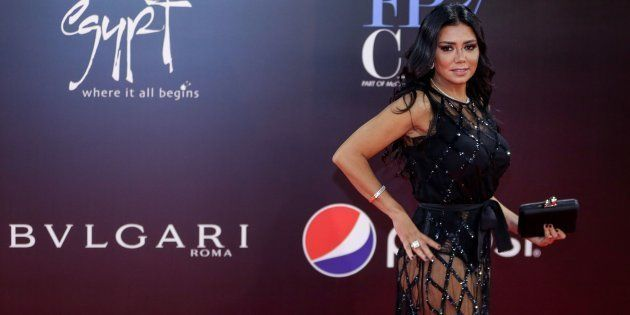 L Actrice Rania Youssef Poursuivie En Egypte Pour Avoir Porte Cette Robe Transparente Le Huffpost