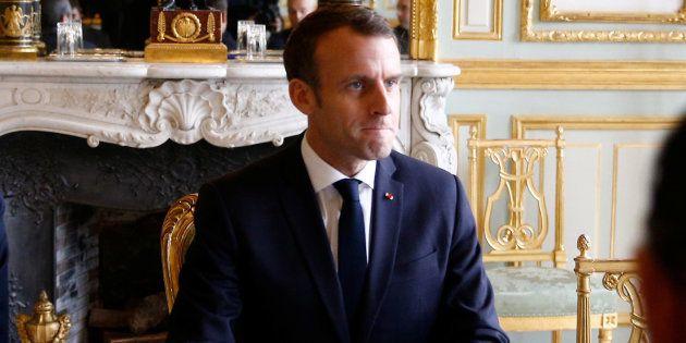 Emmanuel Macron avant la réunion de crise à l'Élysée dimanche 2