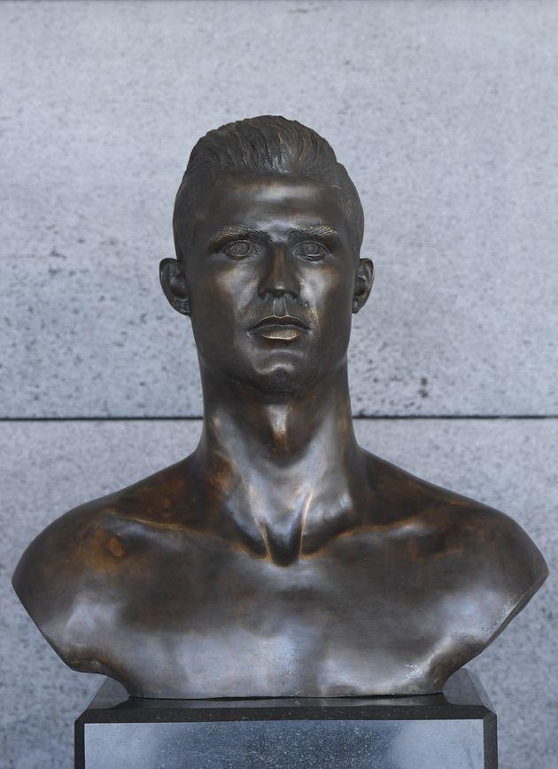 Le buste peu flatteur de Ronaldo à l'aéroport de Madère a été