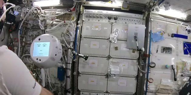 Cimon le robot de l'ISS, n'est pas encore au