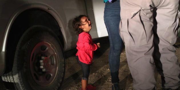 12 juin 2018 à McAllen, Texas, près de la frontière américano-mexicaine: cette petite demandeuse d'asile...