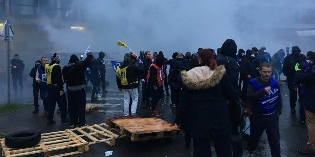 200 surveillants de prison bloquent Fleury-Mérogis, les CRS envoyés pour les
