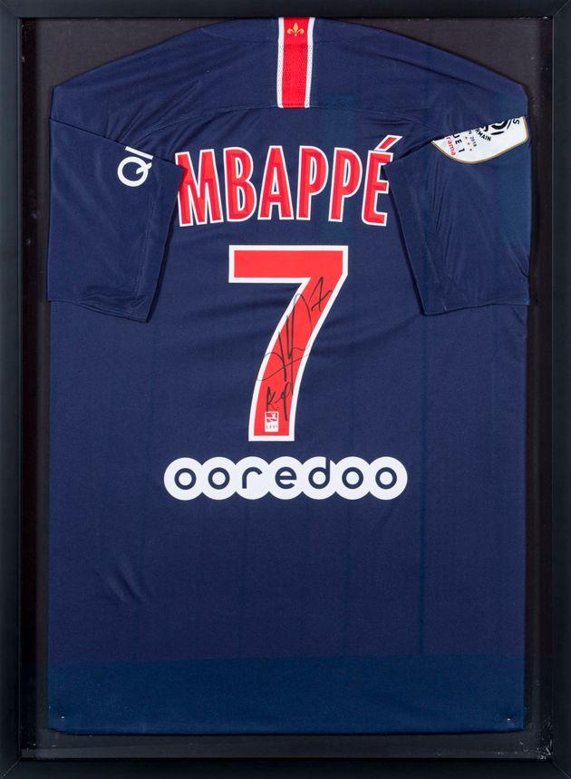 Kylian MBappé a offert un maillot
