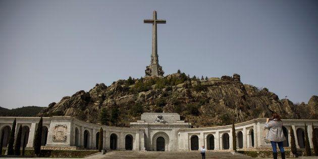 Le premier ministre espagnol va remplacer le mausolée de Franco par