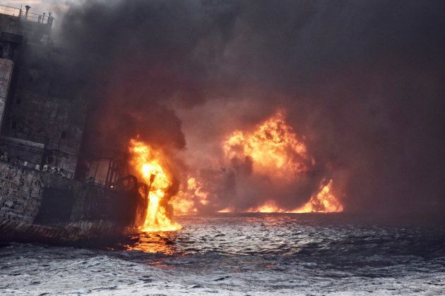 Gigantesque marée noire en mer de Chine après le naufrage d'un pétrolier