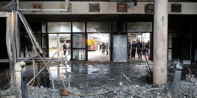 Dans l'agglomération de Toulouse, le vaste hall d'entrée d'un lycée de Blagnac a été entièrement ravagé...