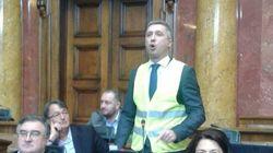 Un gilet jaune au parlement de