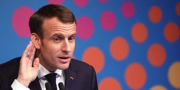 Face aux gilets jaunes, le président de la République Emmanuel Macron a réclamé que l'ensemble des partis...