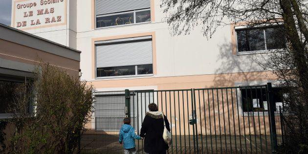 L'école de Villefontaine, dont le directeur a été mis en examen en 2015 après des soupçons de viols sur...