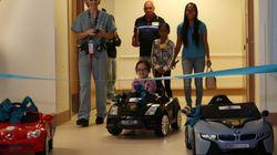 Ces enfants malades se conduisent au bloc opératoire en voiture électrique