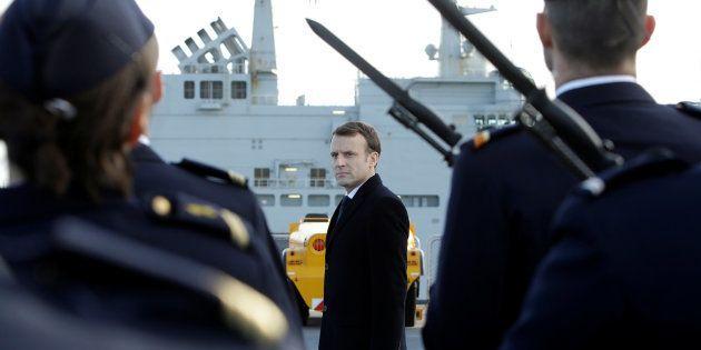 Emmanuel Macron sur le pont du