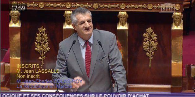 Le député Jean Lassalle a une nouvelle fois poussé la chansonnette à l'Assemblée pour les gilets