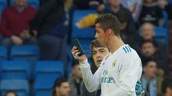 Le visage en sang, Ronaldo se fait un