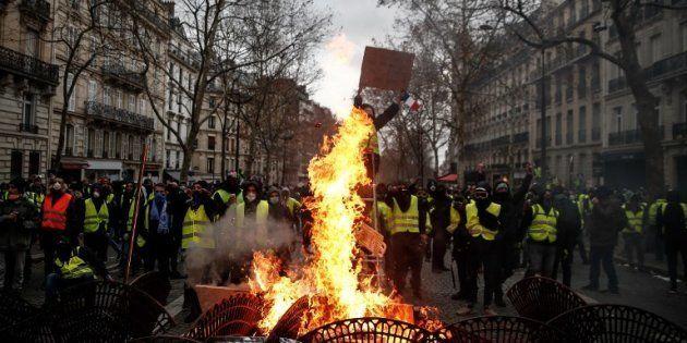 Des gilets jaunes non loin des Champs-Elysees, samedi 8