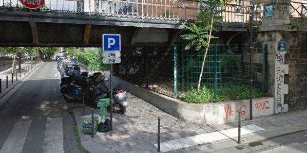 Sur Twitter, Christian Page a dénoncé la présence de ces grillages dans le 12e arrondissement de Paris,...