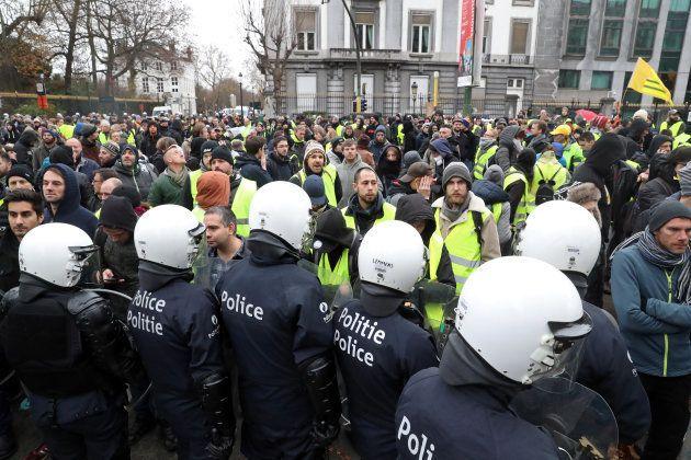 En Belgique, une manifestation des gilets jaunes réunit un millier de