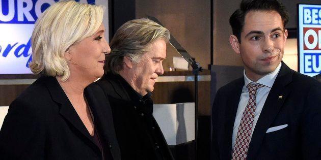 Marine Le Pen et Steve Bannon participaient tous deux à Bruxelles à une réunion contre l'immigration,...