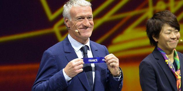 C'est l'entraîneur des champions du monde masculins, Didier Deschamps, qui a effectué le tirage au